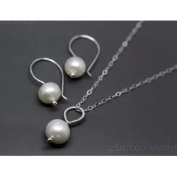 Pärlörhängen pärlhalsband...