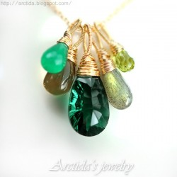 Grön halsband smaragd gröna...